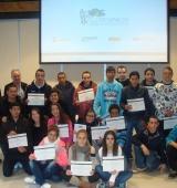 Els alumnes dels programes de formació per a joves reben els seus diplomes
